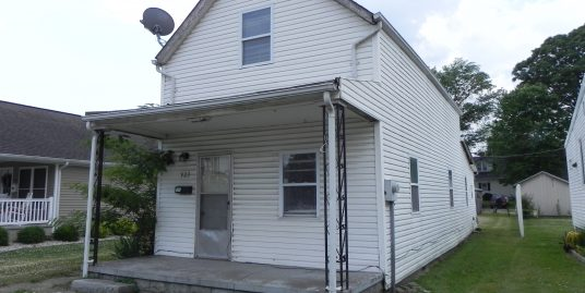 Commercial / Residential Possibilities with this Fixer Upper!
