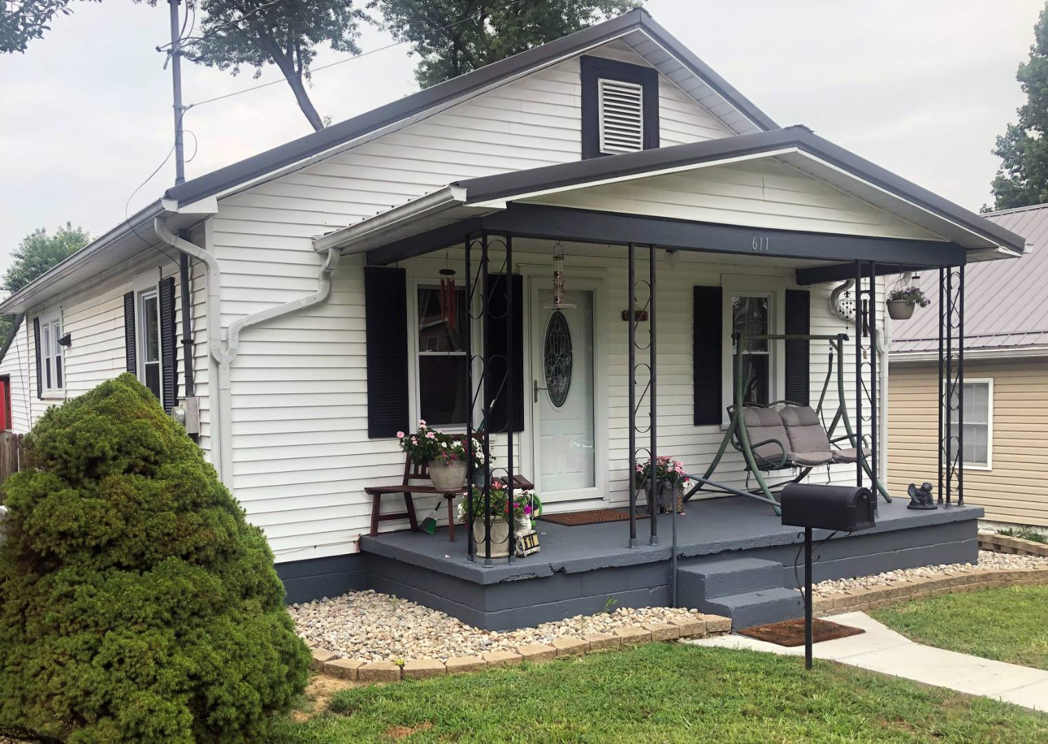 Adorable home with a new roof, windows & more!